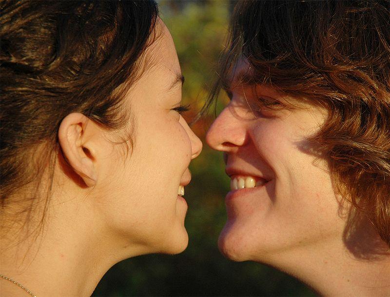 Общение позволяет понять, как сохранить любовь в отношениях